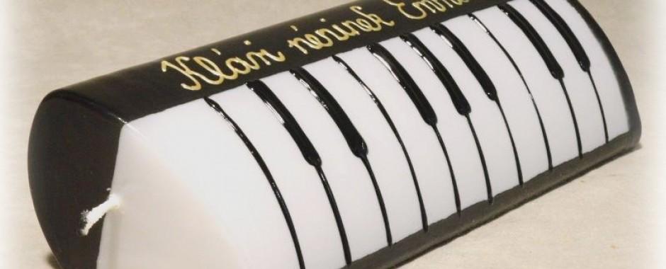 A zongoratanár ajándéka diákjától: kézműves gyertya