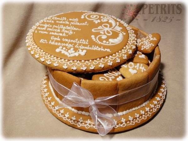 50. házassági évforduló ajándék mézeskalács doboz barna színű tetővel, csipkés széllel és egyedi üzenettel