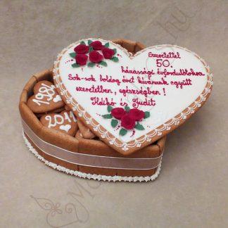 Szív alakú mézeskalács doboz torta glazúr rózsával