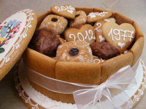 Mézeskalács ajándékdoboz tele sütivel