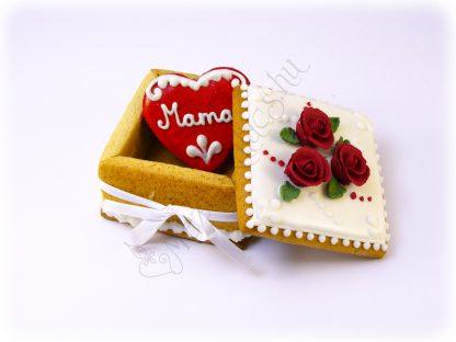 Mézeskalács ékszerdoboz benne egy 6 centis piros szívvel, egyedi felirattal, bordó glazúr rózsa díszítéssel