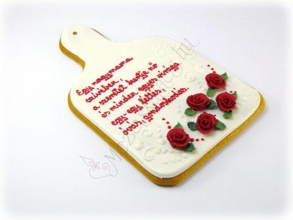 Klasszikus vágodeszka formájú mézeskalács bordó rózsával, egyedi felirattal